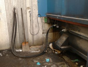 Can Hydraulic System On Trash Compactor Leak?
